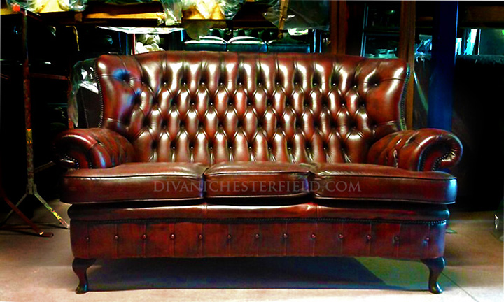 Divani chesterfield usati divano chester usato vintage for Divani inglesi chesterfield prezzi