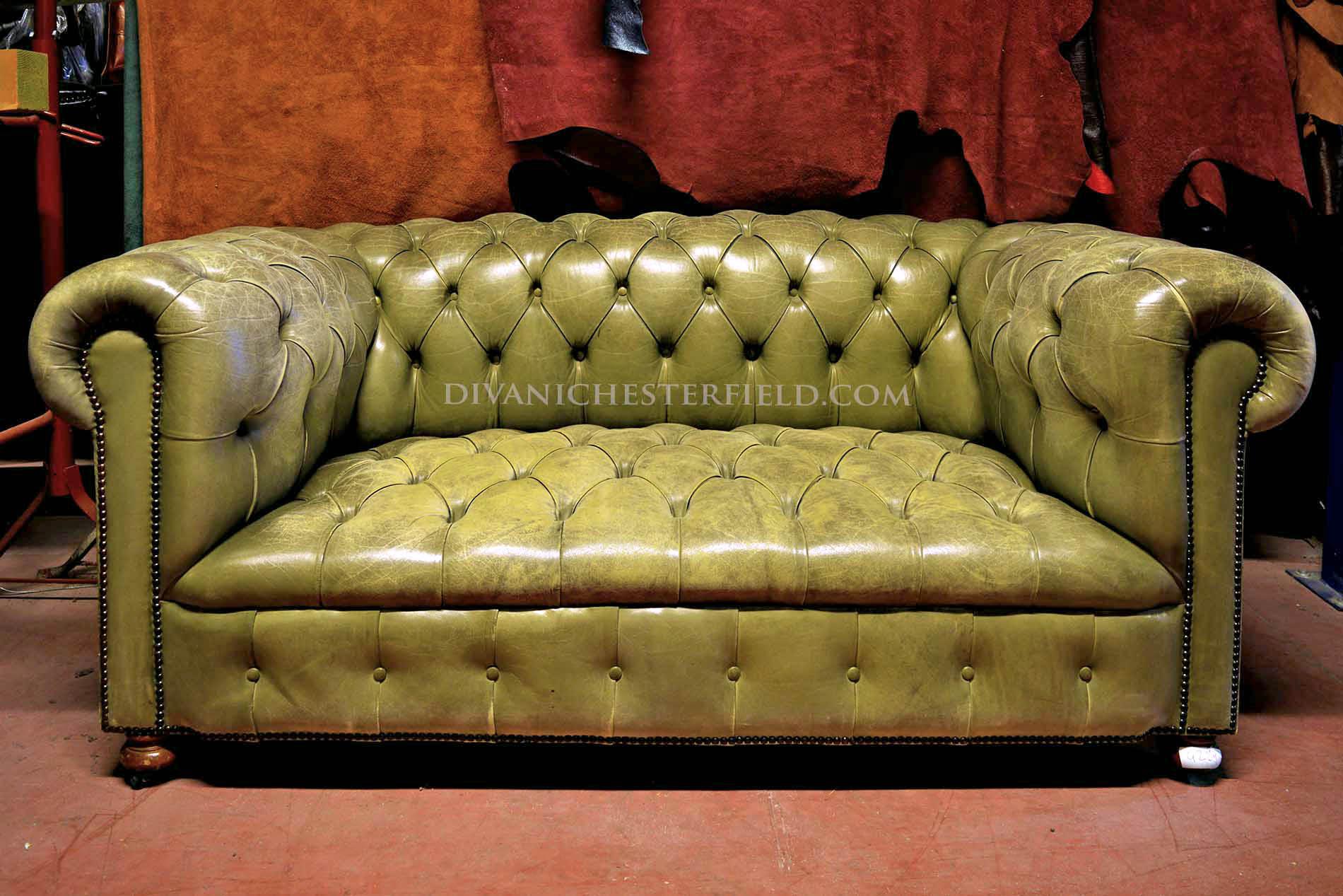 Divani chesterfield usati in pelle vintage originali inglesi for Divano verde salvia