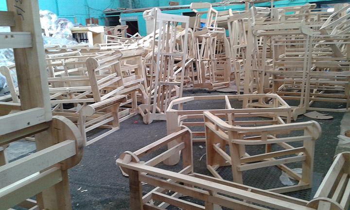 Fabbrica divani poltrone chester su misura nuovi originali - Fusti divani e poltrone ...