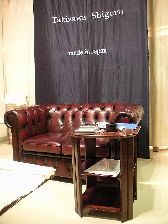 Affitto divani poltrone chesterfield vintage pitti uomo for Arredo stand